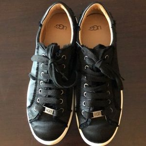 Ugg sneaker/shoes. Black. Wms 9